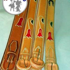 Cinturón de Cuero bayo Bordado en tiento con Copihues
